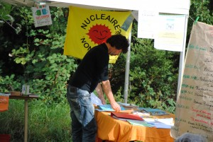 "stand de l'association ""stop forages bugey"""